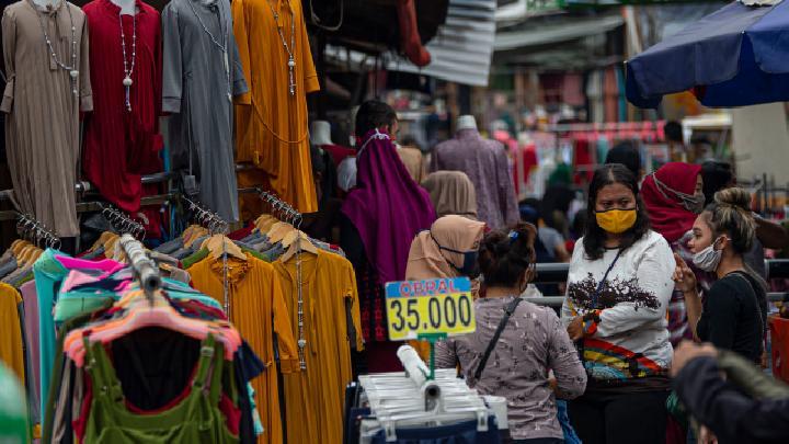 Hiraukan PSBB, Pasar Tanah Abang Diserbu Pembeli Pakaian!