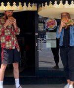 Burger King Bagikan Mahkota Raksasa untuk Terapkan Distancing buat Pelanggannya