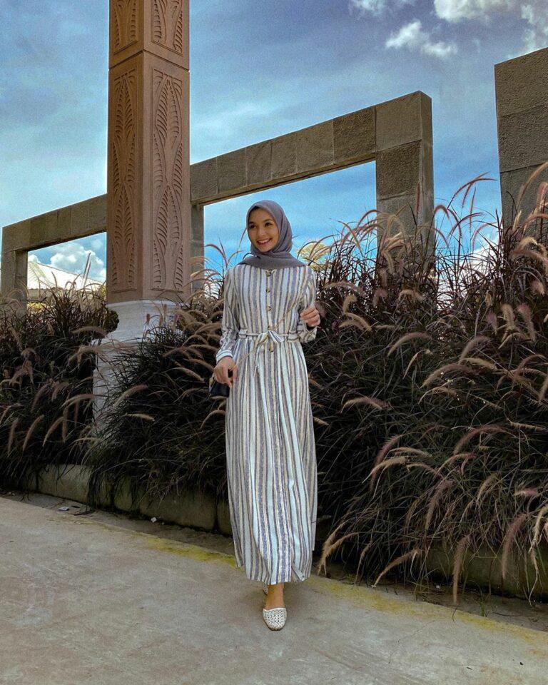 daily wear, daily wear hijab, gamis anak muda, gamis kekinian, gamis lucu, Hijab, hijab daily, hijab hitam, hijab modis, hijabers, inspirasi hijab, Inspirasi Mix & Match Hijab serba Hitam, inspirasi ootd bukber, inspirasi ootd hijab, inspirasi ootd hijab buka bersama, inspirasi outfit hijab bukber, inspirasi outfit hijab untuk buka bersama, inspirasi outfitbukber, kerudung, kerudung hitam, muslimah ootd, nisa cookie, ootd gamis, ootd gamis anak muda, ootd gamis cantik, ootd gamis kekinian, ootd hijab, ootd muslimah, ootd nisa cookie, outfit bukber, outfit daily, outfit hijab, outfit kekinian, Outfit of The Day, padu padan hijab hitam, padu padang kerudung hitam, rekomendasi outfit bukber, style hijab kekinian, ootd hijab lebaran, ootd lebaran, inspirasi ootd idul fitri, ootd idul fitri, inspirasi outfit idul fitri, outfit idul fitri, outfit lebaran, inspirasi outfit lebaran, inspirasi outfit hari raya idul fitri