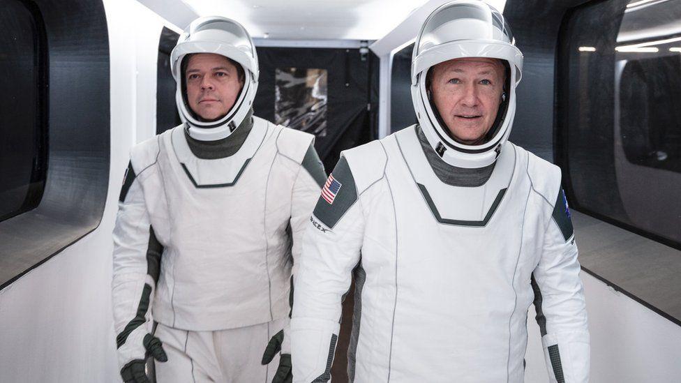 Baju Astronot SpaceX Ternyata Dirancang oleh Desainer Kostum Wolverine dan Batman