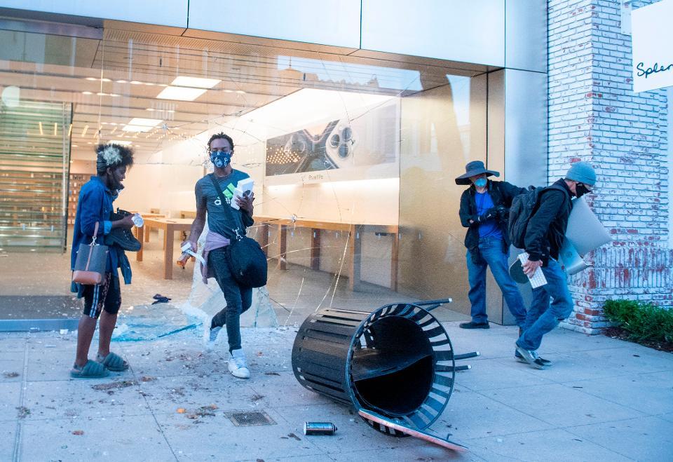 Apple Lacak Semua iPhone yang Dijarah Selama Demonstrasi George Floyd