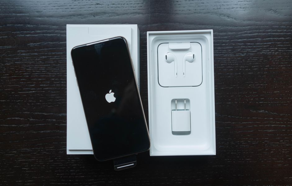 iPhone 12 Dijual Tanpa Dua Aksesoris yang Dijamin Bikin Pembeli Ngamuk!