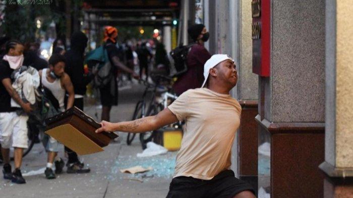 Tindak Anarkisnya Viral di Media Sosial, Pria Keturunan Indonesia Ini Minta Maaf