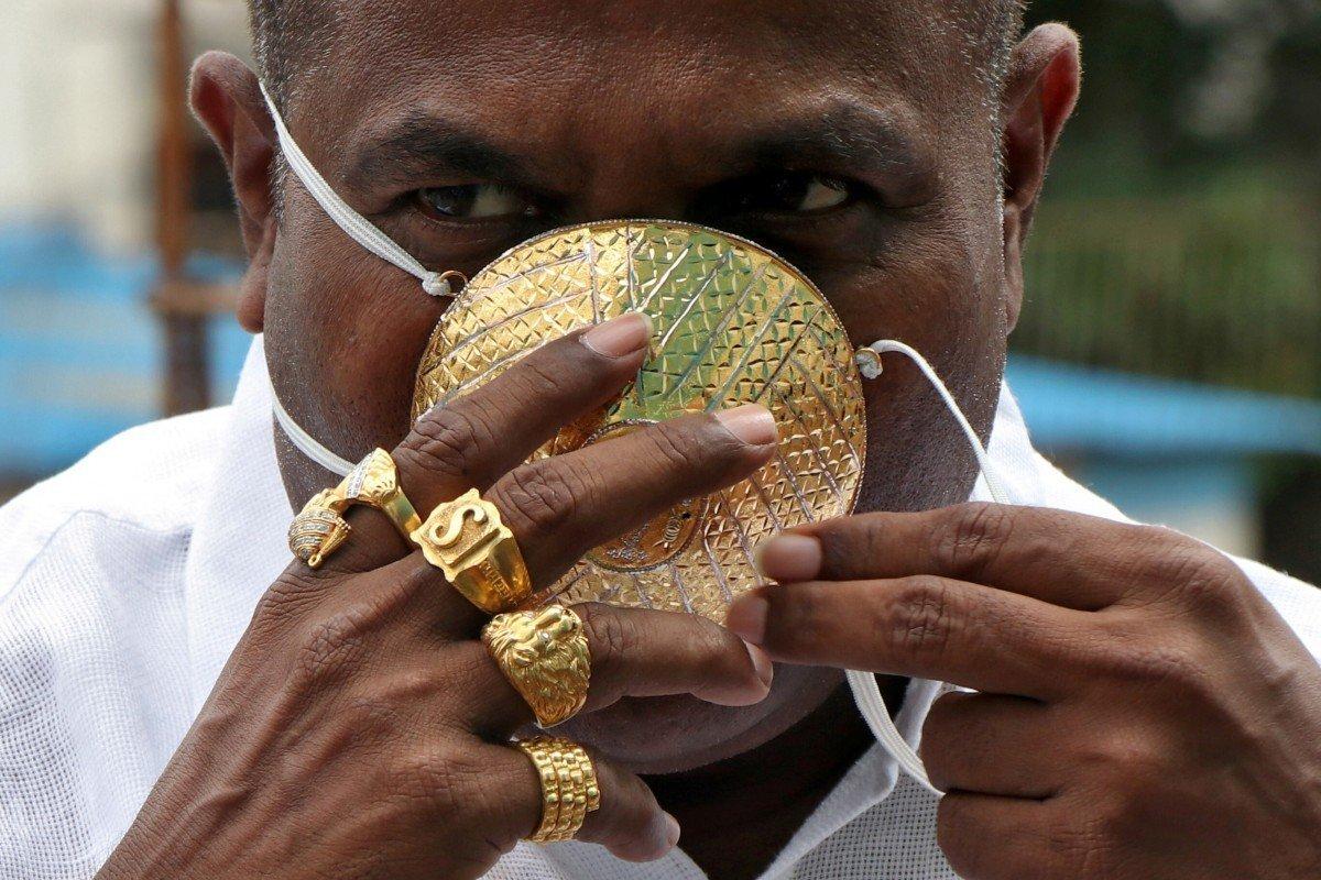 Bukan Masker Kain, Pria India Ini Kenakan Masker dari Emas: Apa Alasannya?