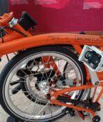 Sepeda Brompton Dilelang Palang Merah Indonesia, Tembus Harga Fantastis Karena Hal Ini (Instagram @palangmerah_indonesia)