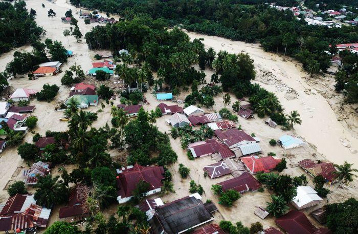 Banjir Masamba Sebabkan Kerugian Hingga Rp 8 Miliar, Begini Cara Lo Bisa Bantu (foto: ANTARA FOTO/Moullies)
