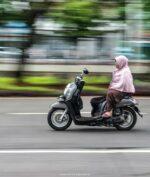 Emak-Emak Naik Motor Belok Mendadak Jadi Penyebab Tabrakan Bruntun Truk Brimob!