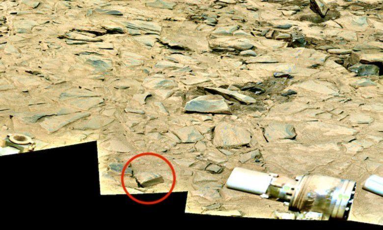 """Alien Mars? """"Alkitab Tua"""" Ditemukan Lewat Foto Mars Milik NASA"""