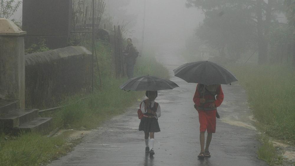 """Diguyur Hujan Setiap Hari, """"Cucian"""" Warga Desa Ini Tidak Pernah Kering!"""