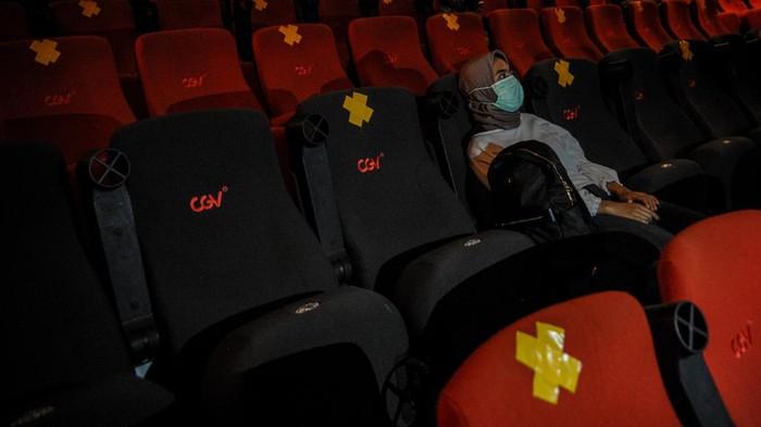 Nonton Bioskop Berisiko Tinggi, Para Pengunjung Dianjurkan Isolasi Diri