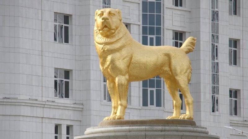Suka Anjing, Presiden Turkmenistan Bikin Patung Emas untuk Ras Favoritnya Ini (Reuters)