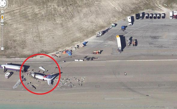 Google Maps Abadikan Pesawat Misterius yang Terbelah Dua, Apa yang Terjadi?