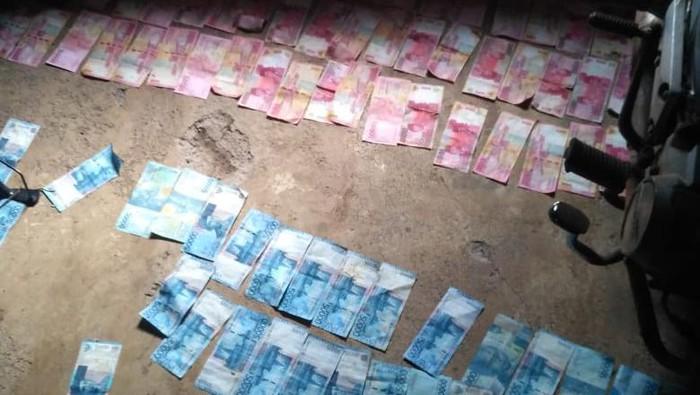 Uang Ditemukan di Saluran Irigasi, Jumlahnya Hingga Puluhan Juta!