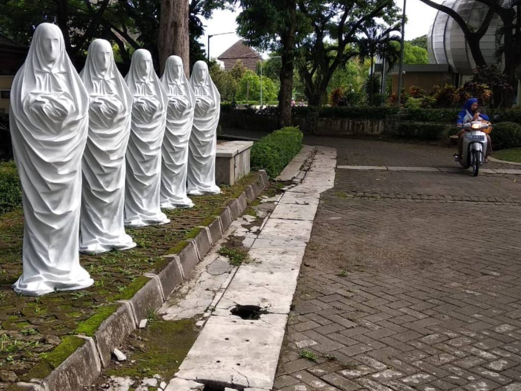 Patung Misterius Muncul di ISI Yogyakarta, Ini Penjelasan Dosen (Foto: Instagram/sewon.merch)