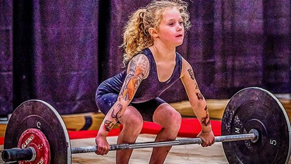 Anak Terkuat di Dunia: Gadis 7 Tahun Ini Mampu Angkat Beban 80 Kilogram