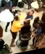 Tukang Cukur Dipukul Oleh Pelanggan Mendadak Viral! Apa Alasannya?