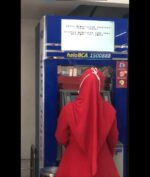 Mesin ATM Ini Layarnya Tidak Normal, Seperti Apa?