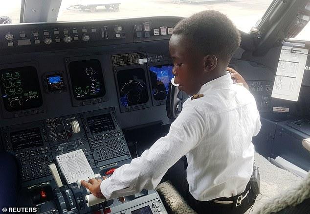 Bocah Tujuh Tahun Ini Viral Karena Piawai Terbangkan Pesawat
