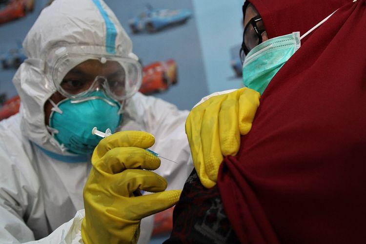 Biaya Perawatan Efek Samping Vaksinasi Covid-19 Ditanggung Pemerintah?