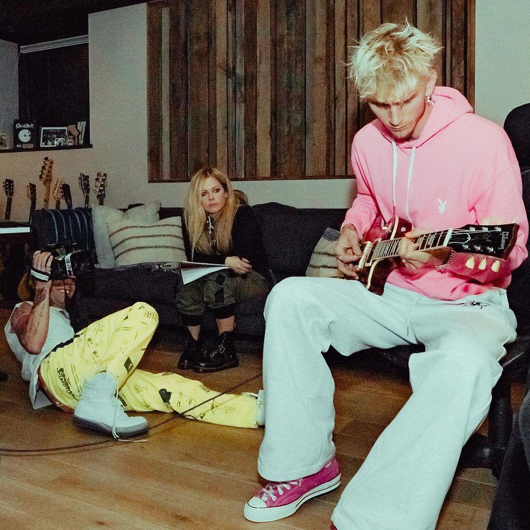 Avril Lavigne Berkolaborasi dengan Machine Gun Kelly, Bakal Dirilis Bulan Ini
