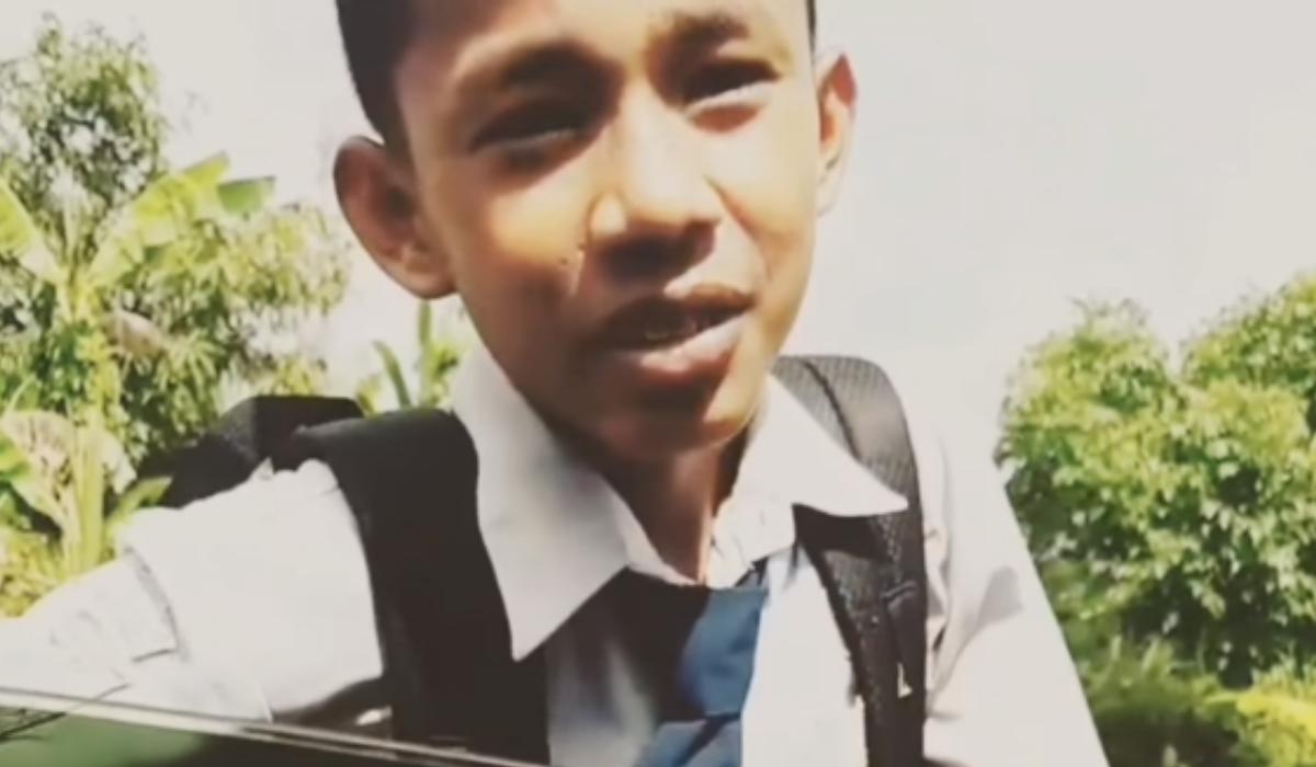 Nggak Bisa Bahasa Inggris: Bocah yang Jadi Meme Ditemukan, Dapet Tawaran Beasiswa