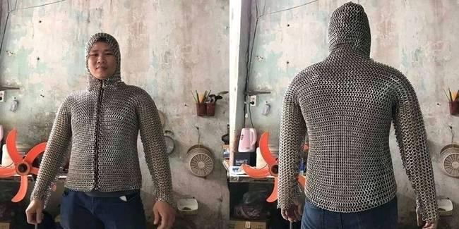 """Baju Besi """"Anti Begal"""" Viral di Jagat Maya, Wujudnya Mirip Armor Perang"""