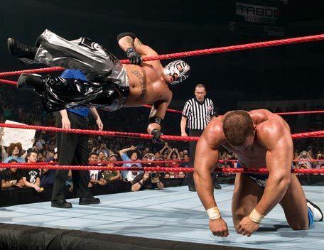 Rey Mysterio Kembali Ke WWE