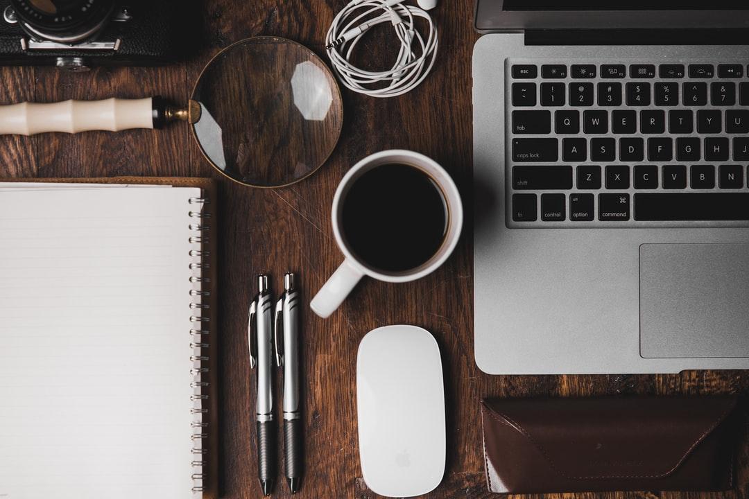 3 Aksesori Meja Kerja yang Bisa Bikin Suasana WFH Makin Asik