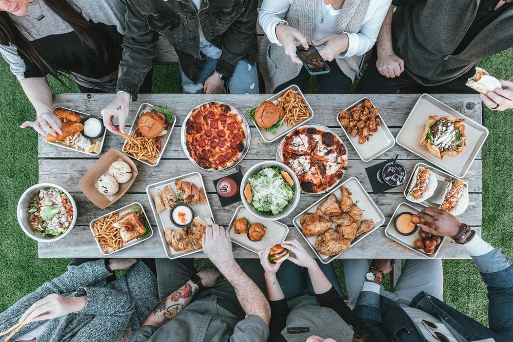 Acara Makan Bersama Beresiko Penularan Covid-19 yang Tinggi, Ungkap WHO