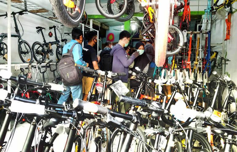 """Pencuri Sepeda Lipat Justru Jual Hasil """"Rampasan"""" ke Korban!"""