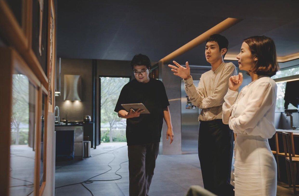 "Bong Joon-ho Konfirmasi Dua Film Lanjutan ""Parasite"""