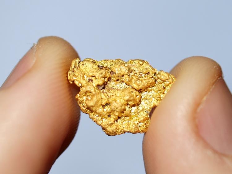 Emas Bermunculan di Pesisir Pantai Maluku Tengah
