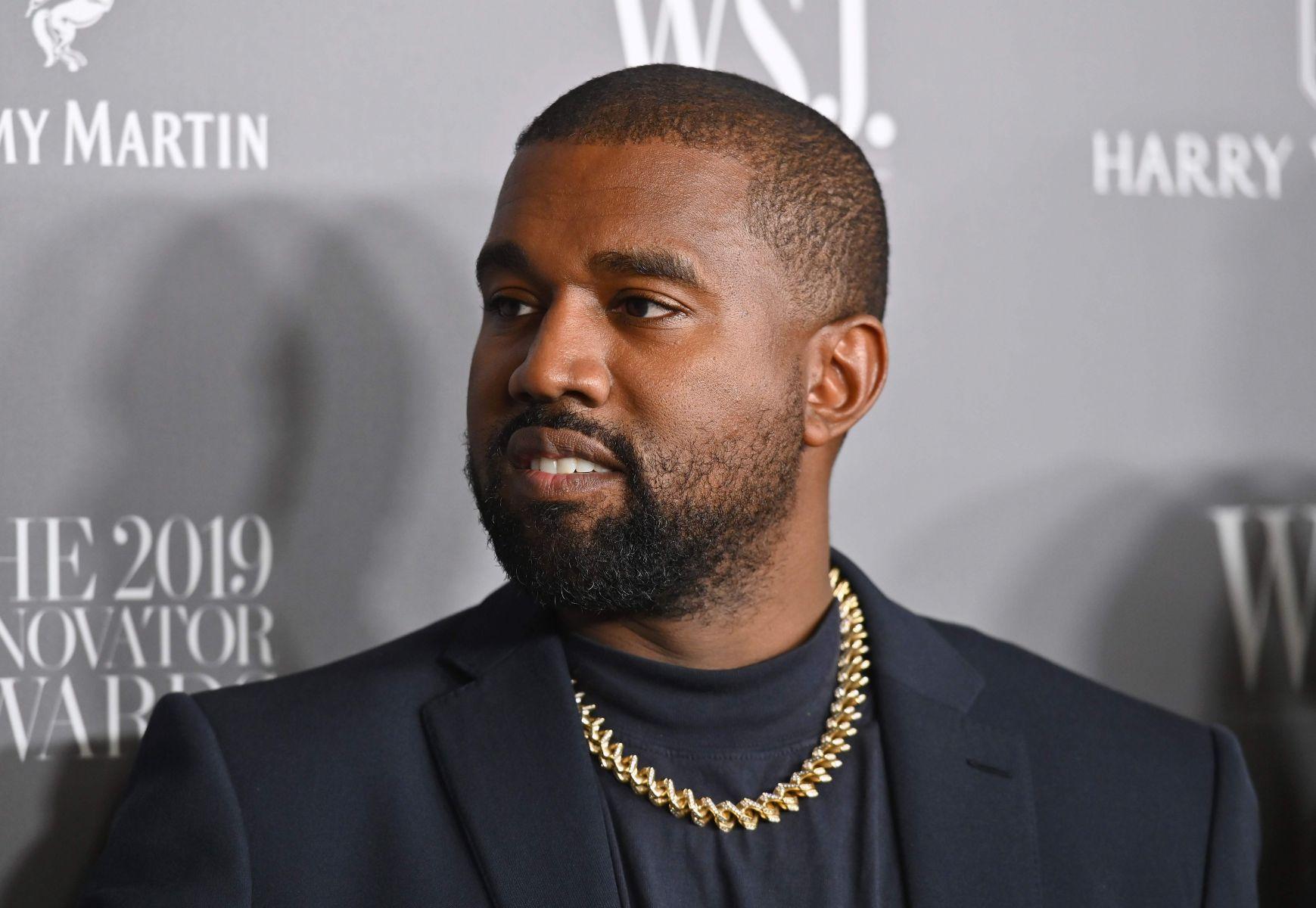 Kanye West disebut-sebut jadi orang kulit hitam terkaya sepanjang sejarah Amerika Bloomberg melaporkan, kekayaan Kanye West saat ini sebesar 6,6 miliar dollar AS atau sekitar Rp 95,2 trilliun.