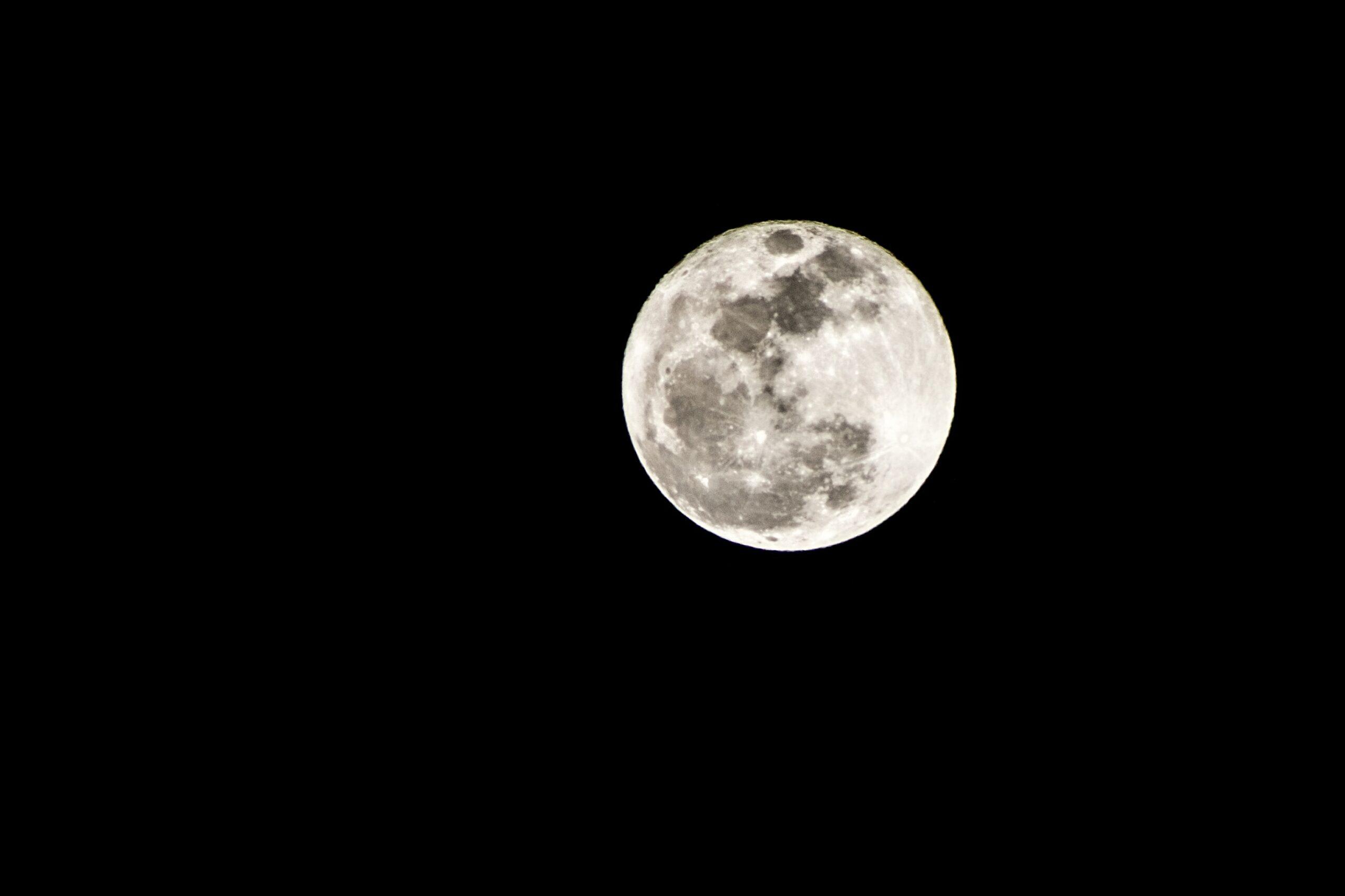 Ilmuwan Siapkan 'Lemari' Untuk Menyelamatkan Bumi Dari Kiamat di Bulan
