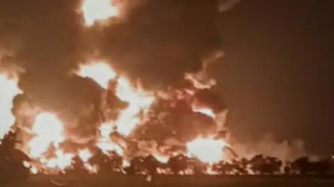 Kilang Pertamina Belum Padam Juga Setelah Dua Hari Kebakaran