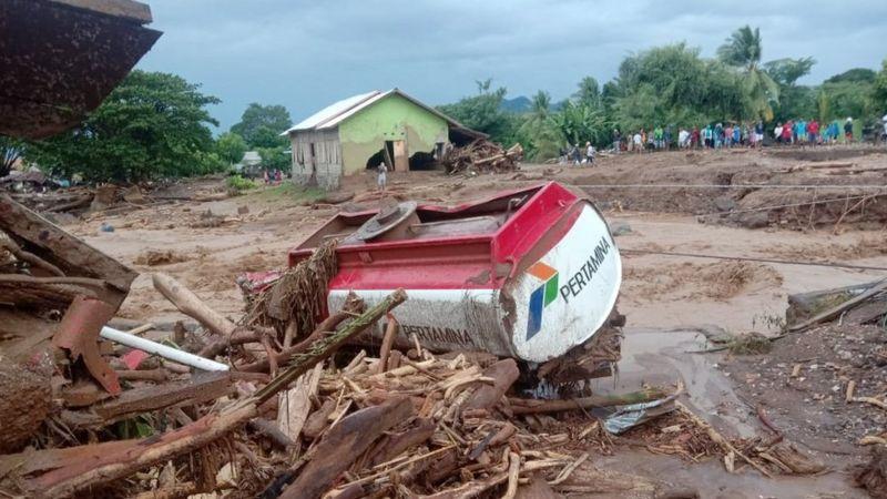 Banjir Bandang NTT, Warga Terisolir Karena Akses Terputus