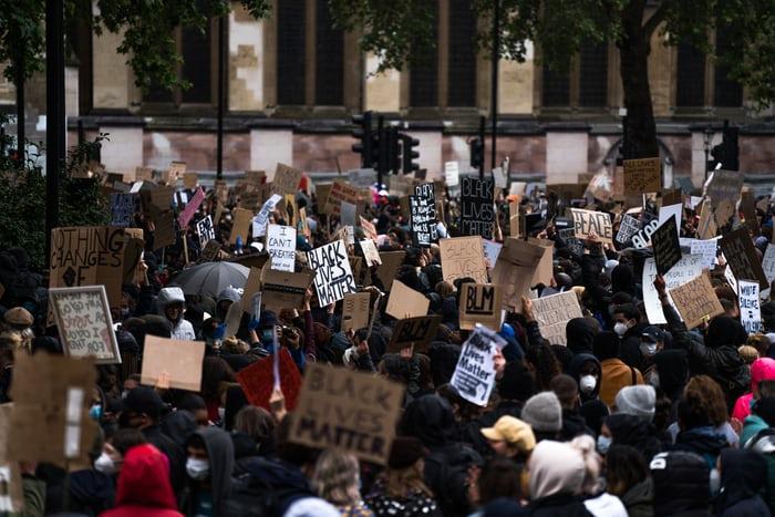 George Floyd menang, Mantan Polisi Derek Chauvin Divonis Bersalah. Black Lives Matter!