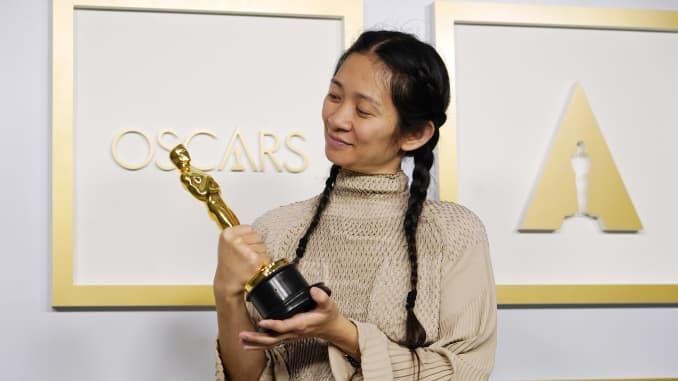 Chloe Zhao: Sutradara Perempuan Asia Pertama yang Menang Pada Penghargaan Piala Oscar 2021
