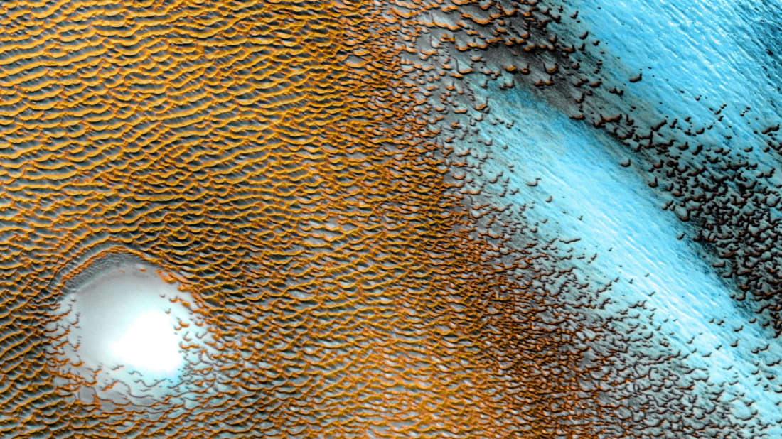 NASA Perlihatkan Bukit Pasir Biru di Mars