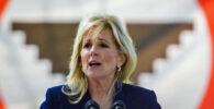 Jill Biden Jadi Pramugari Waktu Terbang Dari California? April Mop!
