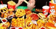 Konten Mukbang Dikritik di Cina, Dianggap Buang-Buang Makanan