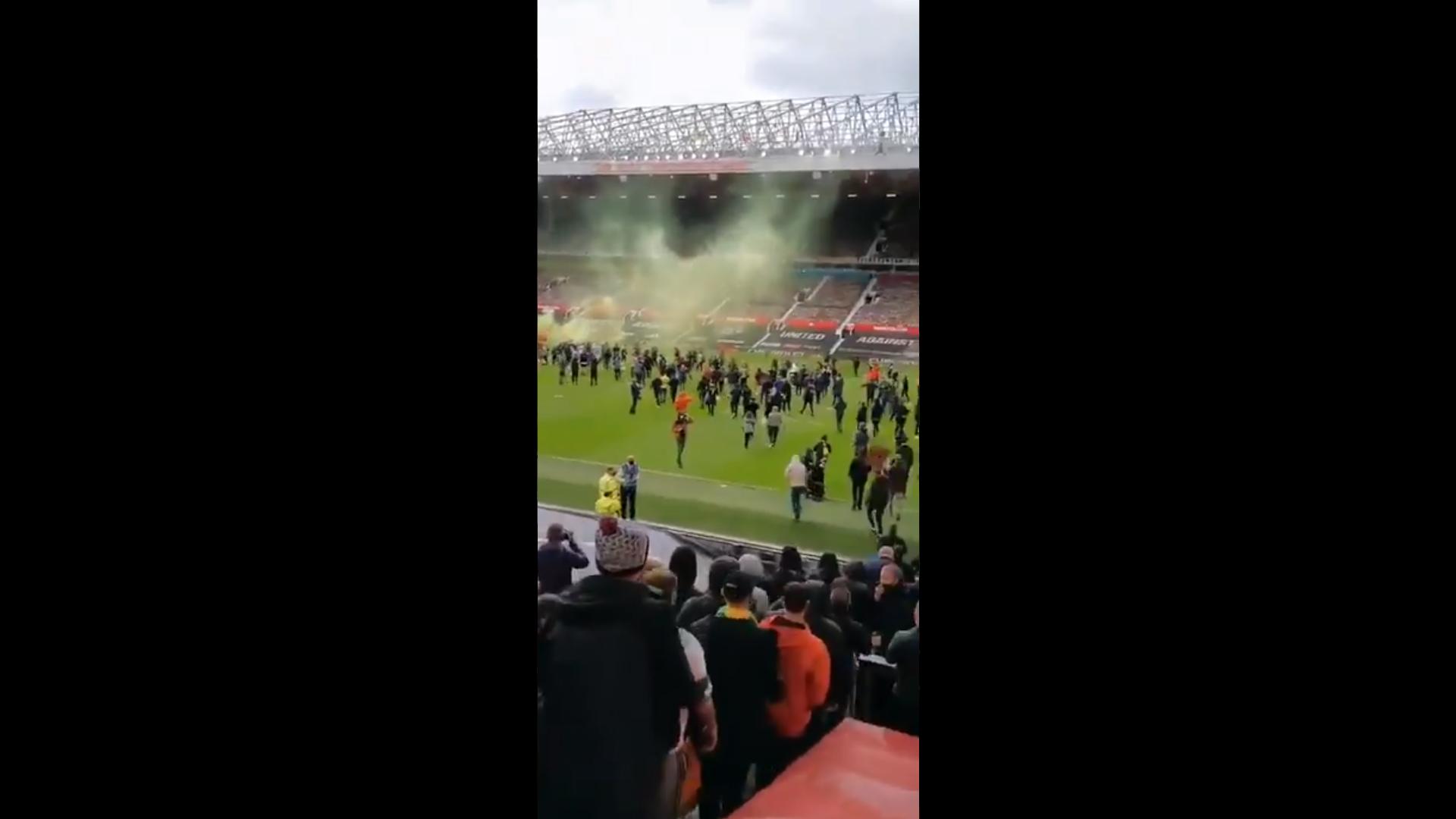 Suporter Manchester United Serbu Old Trafford, Partai Kontra Liverpool Ditunda!