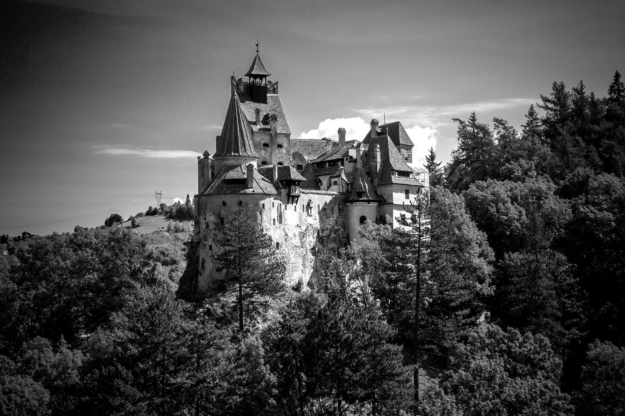 Kastil Drakula Jadi Tempat Vaksinasi Covid-19