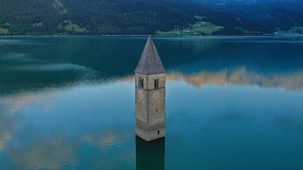 7 Dekade Menghilang, Desa Curon di Italia Ini Muncul dari Tegah Danau!