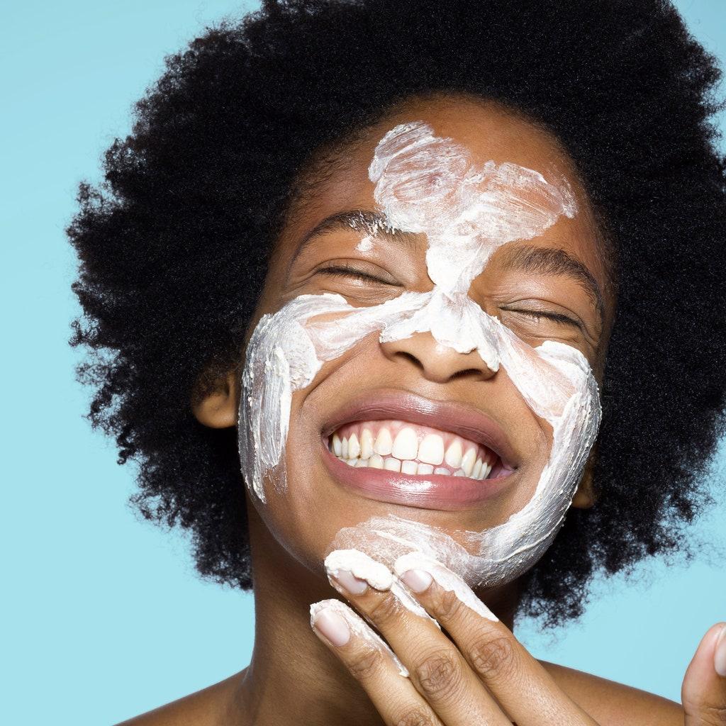 Reapply Sunscreen Penting Banget, Begini Tipsnya Saat Pakai Makeup!