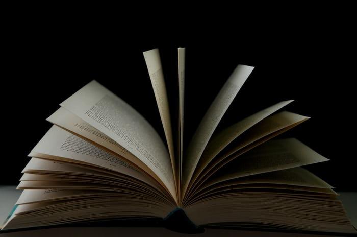 Tere Liye Protes Buku Bajakan Masih Banyak Dijual