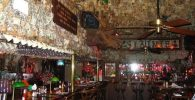Pub Ini Didekorasi dengan Uang Tunai Senilai Hampir Rp28 Miliar