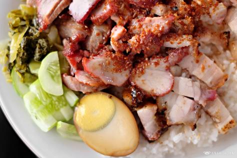 Nasi Akwang, Sensasi Topping Daging Babi dengan Saus Gurih!