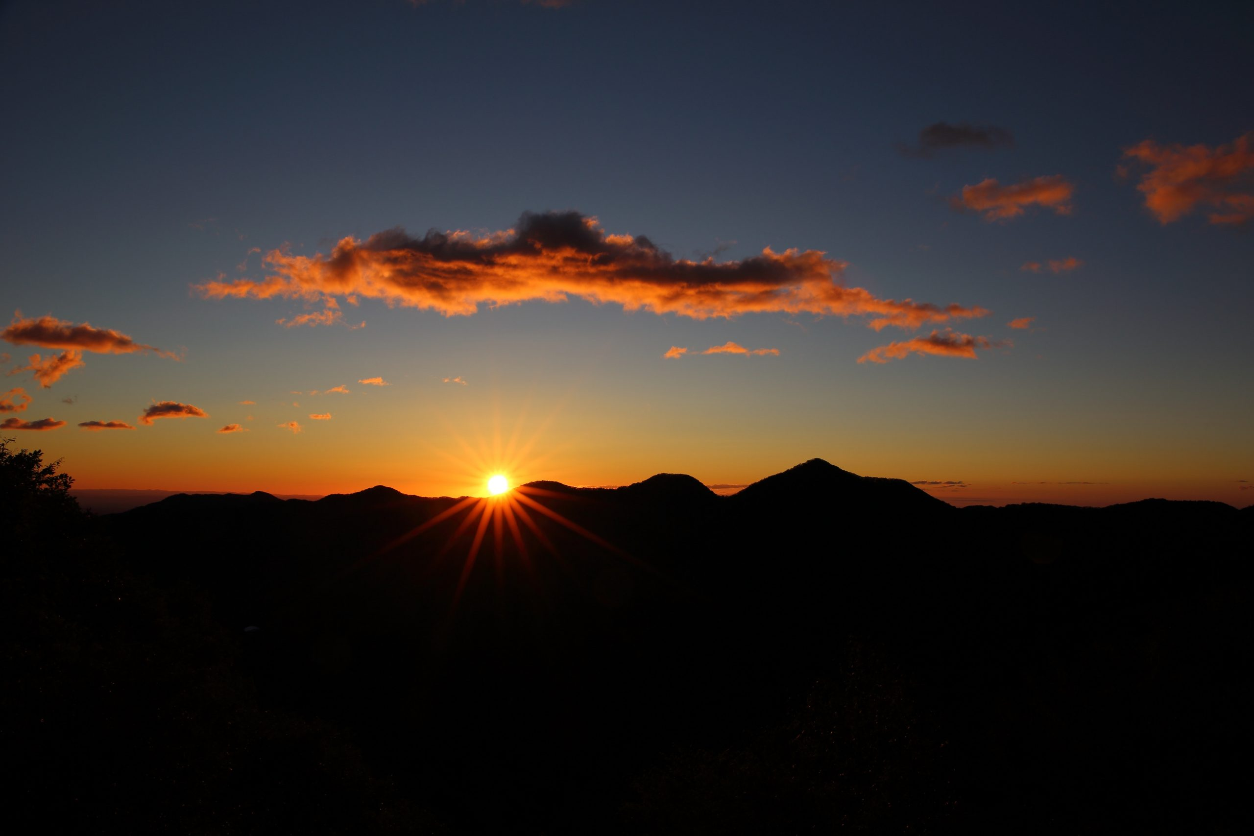 """Video Matahari Terbit di Utara Viral, Kata LAPAN """"Itu Hal Wajar"""""""
