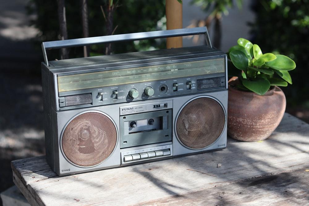 42 Lagu Ini Cuma Bisa Diputar di Radio Setelah Jam 10 Malam
